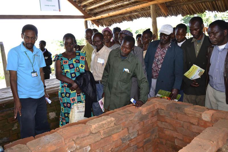 Postharvest specialist Ngoni Nenguwo demonstrates a ZECC: zero energy cooling chamber
