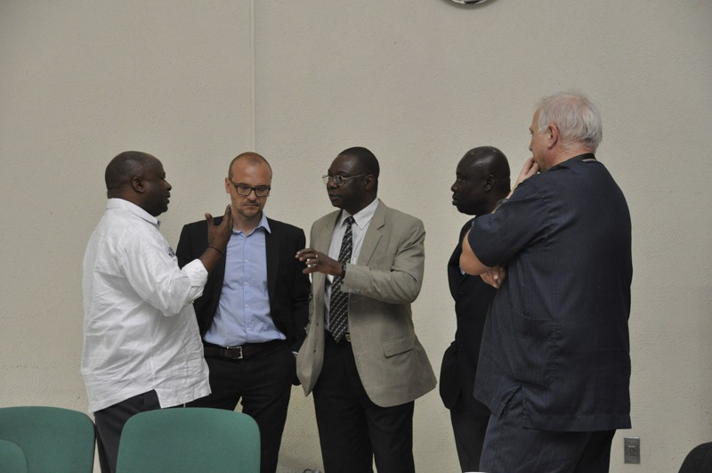 From left: Nteranya Sanginga, Director General, International Institute of Tropical Agriculture, and Thomas Dubois, Regional Director, WorldVeg Eastern and Southern Africa, in discussion with Abdou Tenkouano, Executive Director, CORAF/WECARD and former WorldVeg regional director.
